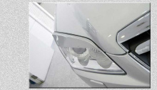Тюнинг Шевроле Каптива - реснички на переднюю оптику.