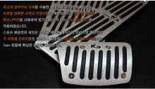 Тюнинг салона Киа Серато - алюминиевые накладки на педали для автоматической трансмиссии - от ателье RaceTech.