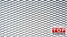 Черная универсальная сетка для бамперов с крупной ячейкой размером 1,2х0,4 м.