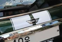 Стайлинг Мини Купер - наклейки полосы на кузов