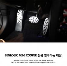 Тюнинг салона Мини Купер (а также MINI Coupe, MINI Countryman) - алюминиевые накладки на педали.