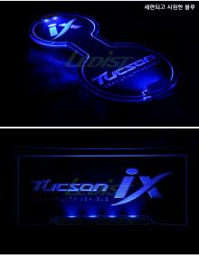 Светодиодная подсветка емкости подстаканников и полочки нижней консоли в салоне - Тюнинг Хендай АйИкс 35.