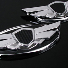 Стайлинг эмблемы в стиле Genesis Type 3D с карбоновой вставкой по центру.