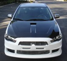 Обвес EVO для Митсубиси Лансер 10 (X). Комплект визуально расширяет автомобиль и придает эффект заниженного спортивного автомобиля.