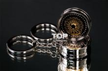 Сувенир выполнен из прочного алюминиевого сплава.
