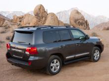 7916 Спойлер крышки багажника OEM на Toyota Land Cruiser 200