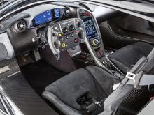 Ориентированный на трек 2016 McLaren P1 GTR 12-ый из 27 экземпляров модели, которые будут преобразованы для использования на дорогах компанией Lanzante Motorsport.