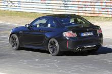 Сообщается, что M2 CS получит двигатель S55 с двумя турбонаддувами от BMW M3 и M4, мощностью 400 л.с., что на 30 л.с. больше, чем у сегодняшнего стандартного M2 (370 л.с.).
