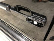 Те, кто хочет еще более персонализировать свой AMG G-класса, могут выбрать множество карбоновых деталей, заменяющих стоковые.