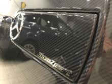 RevozPort с удовольствием заменит крышку запасного колеса на карбоновую.