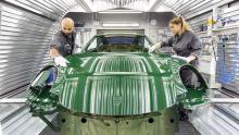 Праздничный ирландский зеленый 911 Carrera S в конечном итоге попадет в музей Porsche. Однако перед тем, как он станет музейным экспонатом, он отправится в легендарное путешествие, в том числе в Шотландское нагорье, Нюрбургринг, в США и Китай.