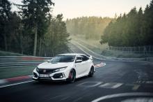 Civic Type R начального уровня оценивается в 30 995 фунтов стерлингов, а версия GT требует дополнительных 2 000 фунтов.