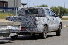 Ожидается, что стартовая версия будет оснащена двойной кабиной, а ходят слухи о том, что бренд имеет и одинарную версию, которая все еще находится на рассмотрении. X-Class будет разделять большую часть своей архитектуры с последним Nissan Navara. Nav
