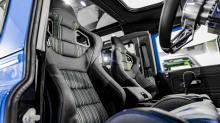 Названный «London Motor Show Edition» этот автомобиль привлекает внимание цветом кузова под названием «Французский гоночный синий» и множеством эксклюзивных функций. Итак, давайте больше не будем терять время и посмотрим, что он может предложить.