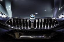 В рамках дебюта BMW собрал коллекцию самых знаковых моделей 8-й серии, включая кабриолет 8 Series и уникальный BMW M8. Интересно посмотреть, насколько переработан язык дизайна, но и насколько он развился.