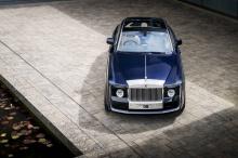Некоторые из них никогда не рассматриваются публикой. Но в этом году Rolls-Royce дает нам возможность увидеть один такой автомобиль – это Sweptail, уникальное двухдверное купе, представленное на Concorso d'Eleganza на озере Комо.