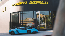 Место проведения презентации, возможно, столь же впечатляет, как и сам автомобиль. Pirelli P Zero World в Лос-Анджелесе - первый в истории бренд-магазин, который был открыт в прошлом году. Посмотрите видео оттуда, чтобы узнать все о нем!
