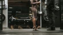 Спортивные 22-дюймовые многодисковые диски Esteso завершают внешние преобразования. Естественно, интригующие колеса обуты лучшей резиной Pirelli.