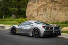 Что касается обвеса, он добавляет значительно больше массы и «мускулистости» итальянскому суперкару.