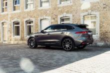 Тюнер также разработал новые колесные диски, чтобы отметить официальный тюнинг Jaguar впервые в истории компании. 22-дюймовые диски AC Schnitzer AC2 доступны в двухцветном черно-серебристом или черно-антрацитовом варианте и имеют шины размером 265/40