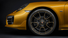 Porsche действительно превзошел себя еще раз и создал невероятный коллекционный автомобиль.