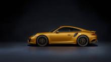 В интерьере эксклюзивное подразделение Porsche Exclusive Manufaktur (отвечающее за ограниченное издание) оставило мало от стокового автомобиля.