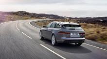 К ним относятся четыре дизельных двигателя – 2,0-литровый 163PS с автоматической или механической коробкой передач и задним приводом, 2,0-литровый двигатель мощностью 180 литров мощностью с задним или полным приводом, 240-сильный 2,0-литровый автомат