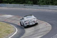 С такими цифрами концепт AMG GT будет конкурировать с большинством современных суперкаров. Имейте в виду, что это 4-дверный роскошный и удобный универсал с большим багажным отделением. Благодаря разработке нового аккумулятора, в отличие от модернизац