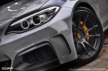 В целом, автомобиль выглядит намного более агрессивным, а комплект кузова и колеса придают M235i спортивный и агрессивный вид, которого он заслуживает!