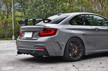 BMW M235i, как и большинство автомобилей такого калибра, - это хорошо выглядящая машина сама по себе.
