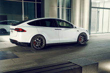 Программа настройки включает в себя несколько аэродинамических улучшений, набор высокотехнологичных кованых колес и карбоново-керамические тормоза.