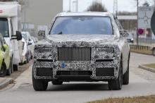 На рынке, где роскошные внедорожники - все еще шумиха, Rolls-Royce, безусловно, сталкивается с определенной степенью конкуренции, хотя можно полагать, что конкуренты будут ниже его калибра.