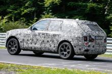 Несмотря на то, что внедорожник вряд ли когда-либо попадет на трек с кем-нибудь из его будущих владельцев, Rolls-Royce считает необходимым проверить автомобиль абсолютно в любых обстоятельствах. Таким образом, высокая производительность - это не то,