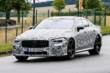 Спустя всего несколько коротких месяцев, вы узнаете, что Mercedes не оставил концепцию просто художественным проектом. Шпионские снимки, сделанные на этой неделе, показывают, что 4-дверный GT тестируется под тяжелым камуфляжем во влажных условиях. Не