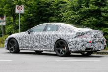 EQ Power + 4-литровый двухтурбинный V8 похвастаются 805 лошадиными силами – сравнимо с Porsche Panamera за те же деньги. В отличие от обычных спортивных универсалов, AMG GT Concept получил технологию Формулы-1, чтобы максимизировать прибыль от омолог