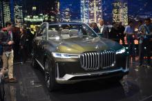 В то же время наверняка будет предложен бензиновый V8, а скорее всего, 4,4-литровый двухцилиндровый двигатель V8 от BMW.
