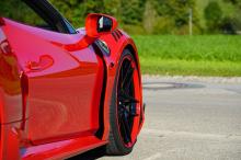 Stetten, тюнинг-ателье из Германии, добавляет новый передний сплиттер, обновленные передние воздухозаборники и новые крылья с набором воздухазоборников сверху. Новые накладки на пороги напоминают нам о знаменитом Ferrari 360.