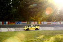 Перед новым рекордом GT2 RS установил время 6 мин 50 сек с первой попытки, которая фактически итак была больше рекорда Performante. Машина, установившая рекорд, имела тюнинг-пакет Weissach.