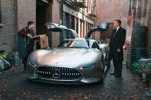 Брюс Уэйн имеет богатую историю вождения причудливых и необычных автомобилей в фильмах о Бэтмене. Например, в последнем фильме