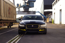 Турбированный 3-литровый двигатель V6 в XE S теперь производит 422 л.с. наряду с 573 Нм крутящего момента.