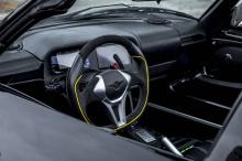Для Blackbird, Rezvani установил 2,5-литровый двигатель Cosworth с турбонаддувом под капотом, производящий около 700 л.с. на задних колесах. Через шестиступенчатую автоматическую последовательную коробку передач Blackbird будет разгоняться до 100 кv/