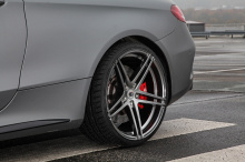 Прежде всего, оба автомобиля получают огромное увеличение мощности и удивительный крутящий момент - 700 л.с. и 900 Нм. Это также означает, что эти ребята теперь могут ускориться до 100 км/ч за 3,3 секунды и до максимальой скорости в 340 км/ч. Неплохо