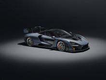 Чтобы дать вам некоторое представление – весь дизайн кузова, заднее антикрыло и активные аэродинамические детали (спереди и сзади) помогают в создании 800-кг прижимной силы на скорости 250 км/ч. Разгон от 0-200 км/ч занимает всего 6,8 секунды; до 100