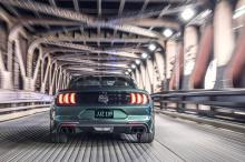 Классические 19-дюймовые алюминиевые колеса были разработаны, чтобы скрыть красные тормоза Brembo. Черная передняя решетка придает автомобилю более агрессивный вид, который распространяется на всю машину.