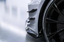 На задней оси ABT установили 21-дюймовые диски ABT SPORT GR с шинами 275/25 ZR21. Кроме того, баварская компания добавляет спортивные стабилизаторы ABT и пружины подвеснки с регулируемой высотой ABT. Компания обещает установить полную регулируемую си