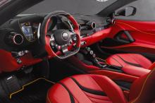 Внутри, появилось  спортивное рулевое колесо, разработанное специально для 812 и новые эксклюзивные алюминиевые накладки на педали, - первое, что вы заметите, а затем роскошные кожаные сиденья, прострочка и дверные панели. Карбон прекрасно сочетается