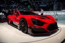 Основным обновлением является увеличение мощности. 5,8-литровый двухцилиндровый V8 Zenvo производит ошеломляющие 1,177 л.с. и 1100 Нм крутящего момента через 7-ступенчатую коробку передач или гоночную коробку передач. Это позволяет ему разгоняться до