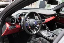 Оба издания Stelvio и Giulia NRING основаны на версиях Quadrifoglio их соответствующих моделей. Обе машины окрашены в цвет Cerquot Grey, получили множество деталей из карбона на решетке радиатора и дверных зеркалах, с черными колесами и карбоно-керам
