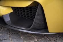 То, что команда сделала, чтобы улучшить внешний вид M4, заключается в добавлении фиксированного заднего спойлера, окраске кузова в желто-черный цвет и установке аккуратных (и больших!) 20-дюймовых дисков OZ Ultraeggera.