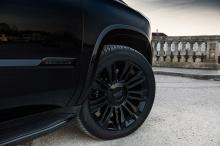 Black Edition «обут» в специальные шины Yokohama Parada Spec-X размером 285/45R2 с огромными дисками глянцевого черного цвета.